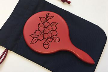 村上木彫堆朱 姫手鏡(桜)